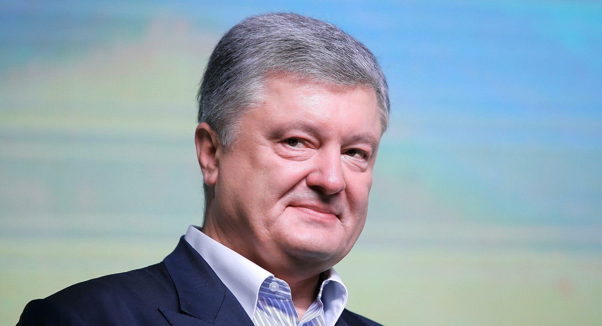 """Порошенко обратился к """"волонтерам"""" Зеленского: """"Бросайте эти анкеты и убегайте!"""""""