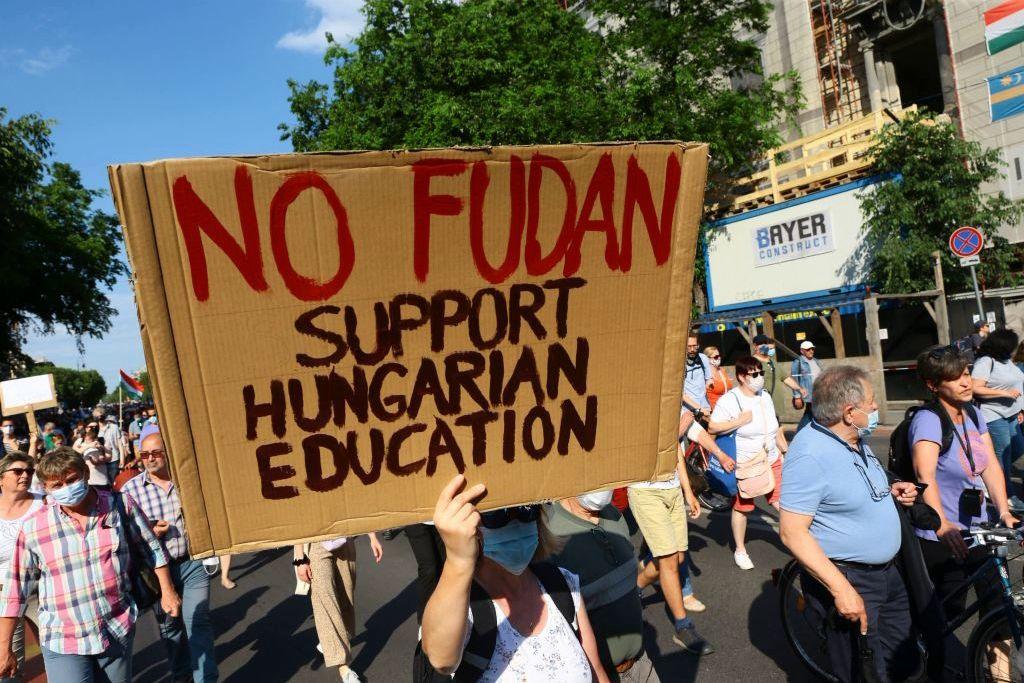"""""""Нет Фуданю"""", - в Будапеште 10 тыс. венгров вышли против строительства университета Китая"""