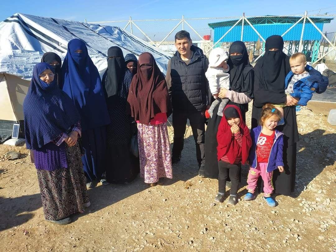 """""""Умоляли вернуть домой"""", - 40 украинок и их детей спасли из плена террористов в Сирии"""