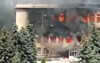 В горевшем здании Дзержинской администрации погибли люди