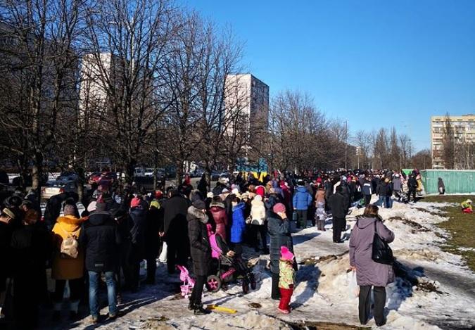 Празднование Крещения в Киеве: у храма ПЦУ собралась гигантская очередь - фото
