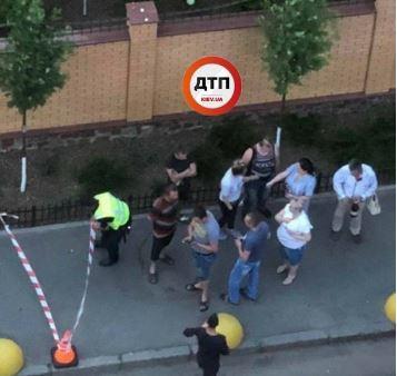 Девушка в Киеве после драки устроила поножовщину и изрезала оппонентов – соцсети показали кадры инцидента