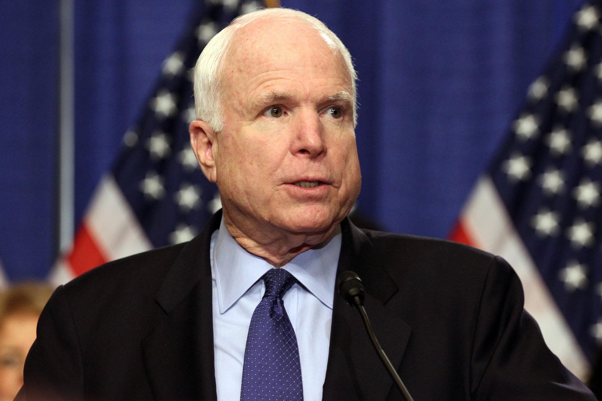 США должны ввести более жесткие санкции против агрессора - Путин дорого заплатит за свое наглое вмешательство в выборы президента - Маккейн