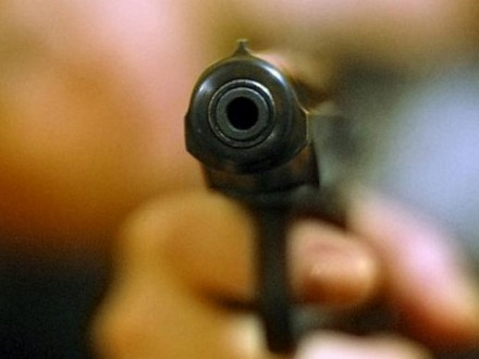 Вопиющий инцидент под Львовом: злоумышленник открыл огонь в клубе и выстрелил в девушку