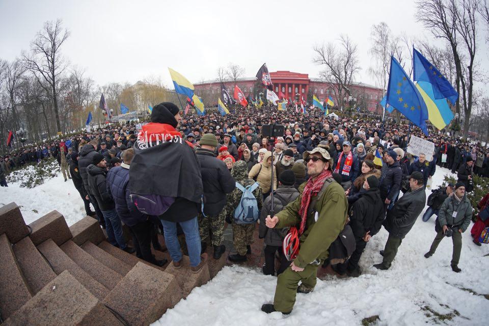 Обстановка в Киеве накаляется: протестующие требуют перевыборов и выдвинули два жестких требования к ВР и Порошенко – кадры