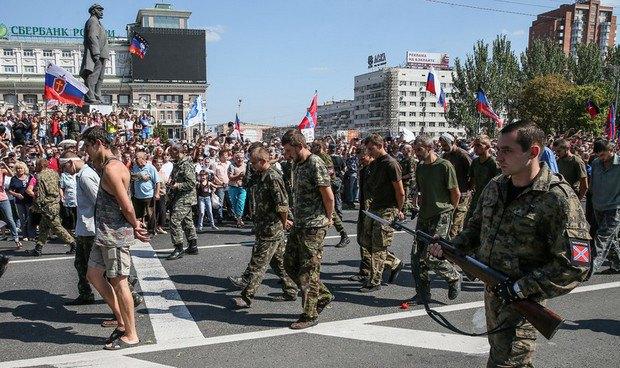 """Евросоюз осудил """"парад"""" ДНР в Донецке"""