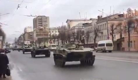 Большая колонна техники из Белгорода движется в сторону границы с Украиной