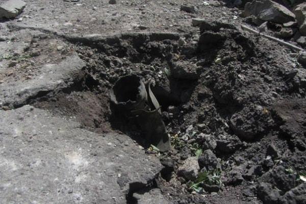 Последствия обстрела Луганска: разрушенное училище и дома после бомбежки