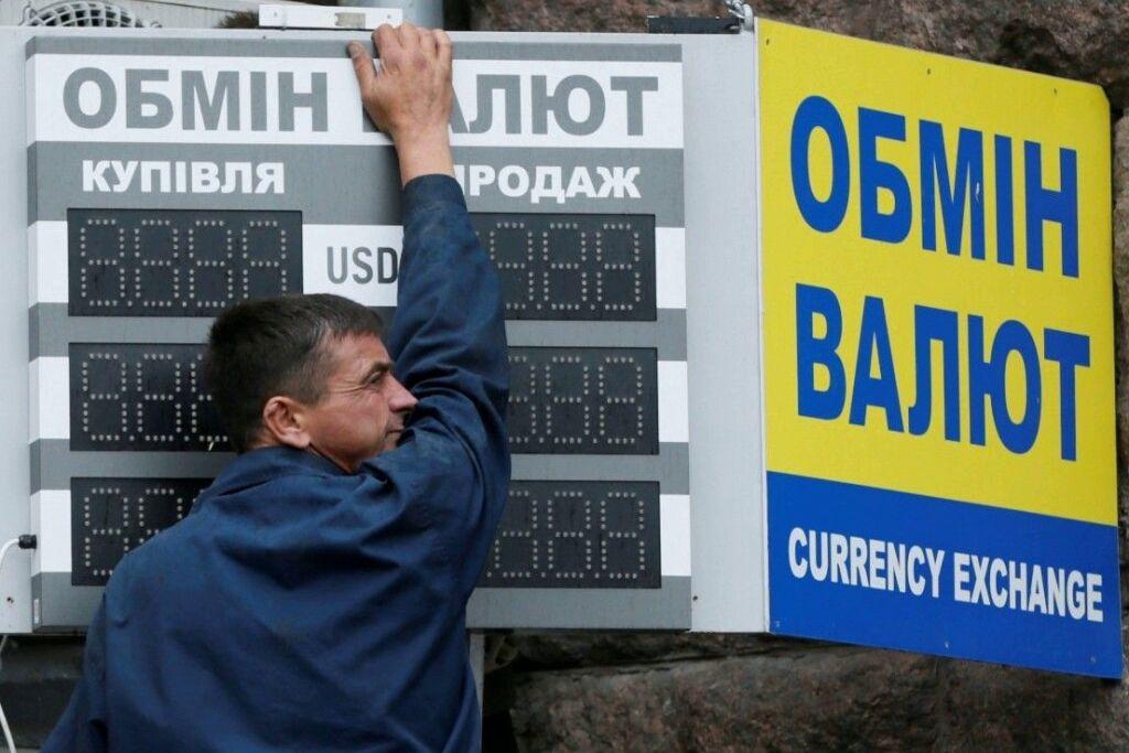 Курс валют в Украине 7 мая: гривна просела к евро, доллар стабилен