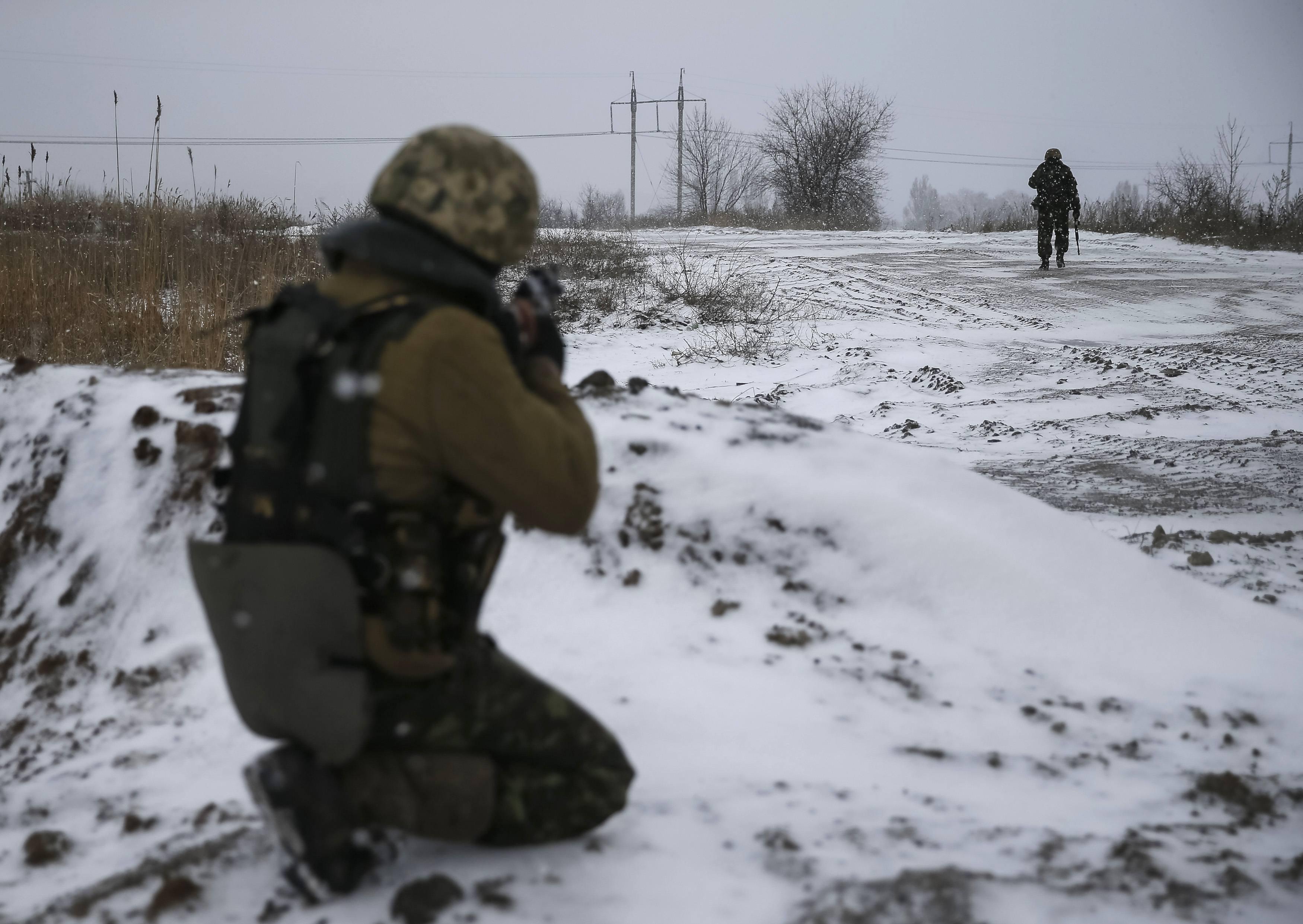 """В оккупированном Дебальцево школьников учат быть похожими на террориста """"Толстого"""" – кадры"""