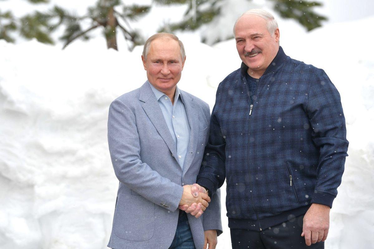 """""""Пришло время отдавать долги"""", - Мюрид раскрыл детали 6-часовой встречи Путина и Лукашенко"""