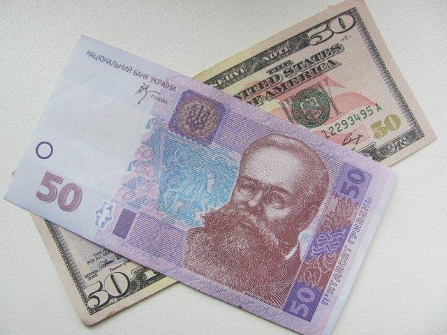 Гривна на межбанке продолжает укрепляться: доллар упал ниже психологической отметки