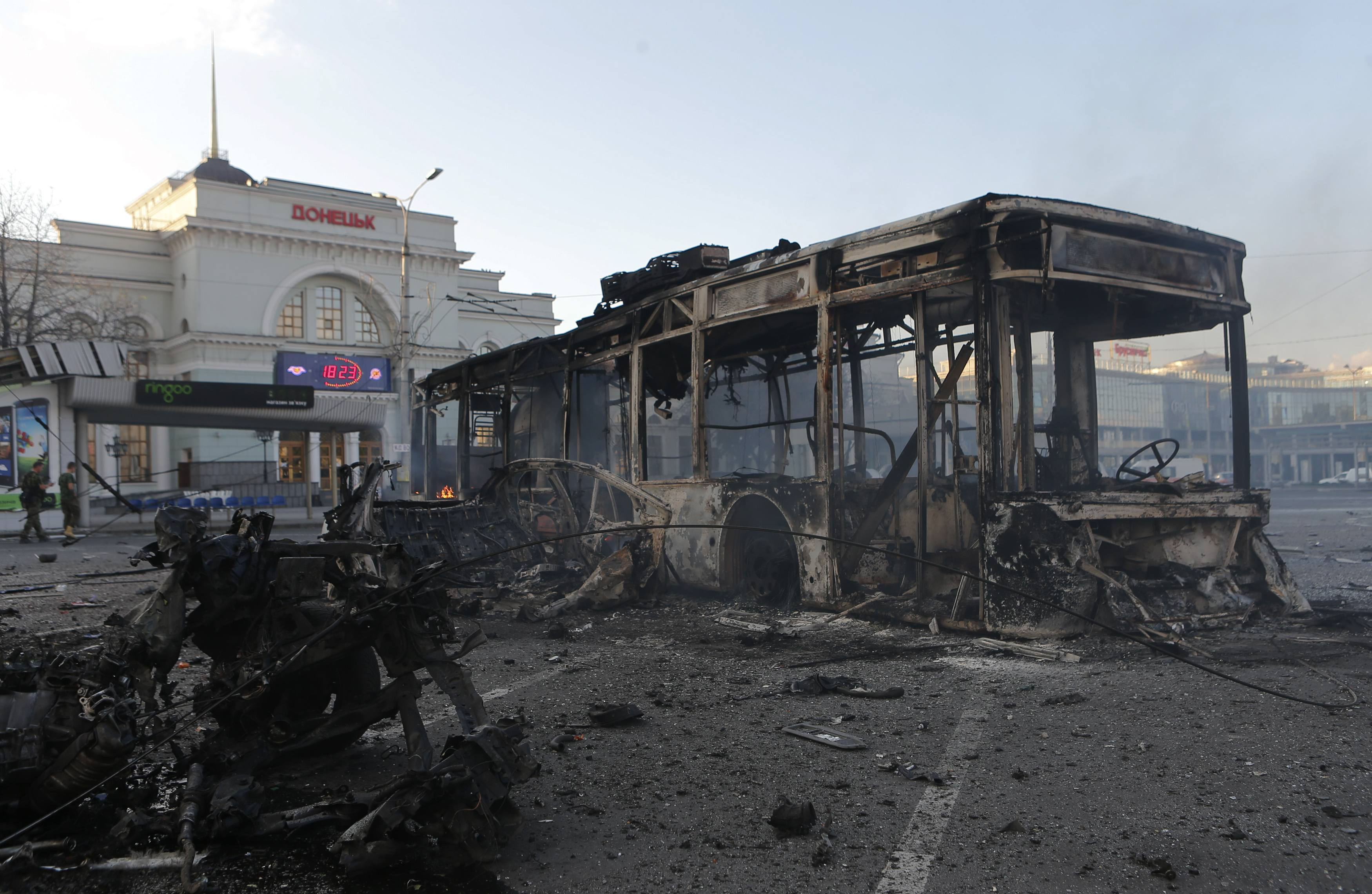 Донецк, взрывы, тяжелые орудия