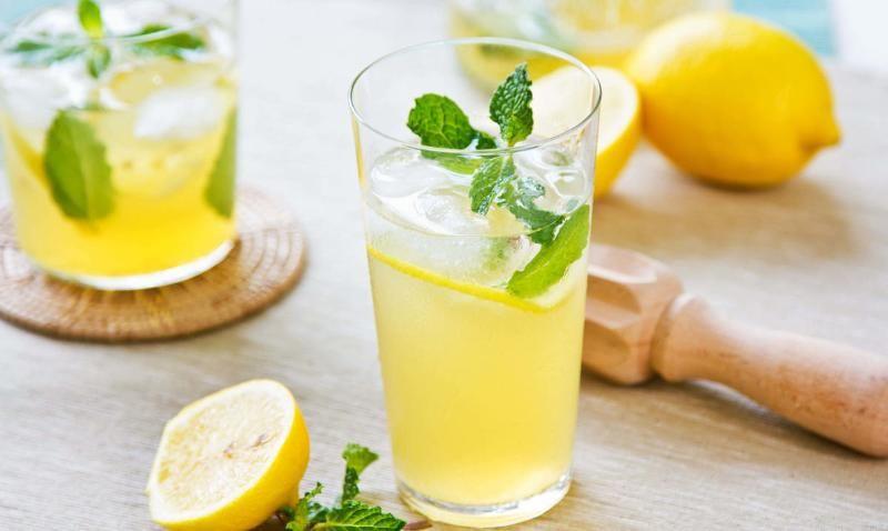 Польза лимонной воды для организма: названы семь главных плюсов