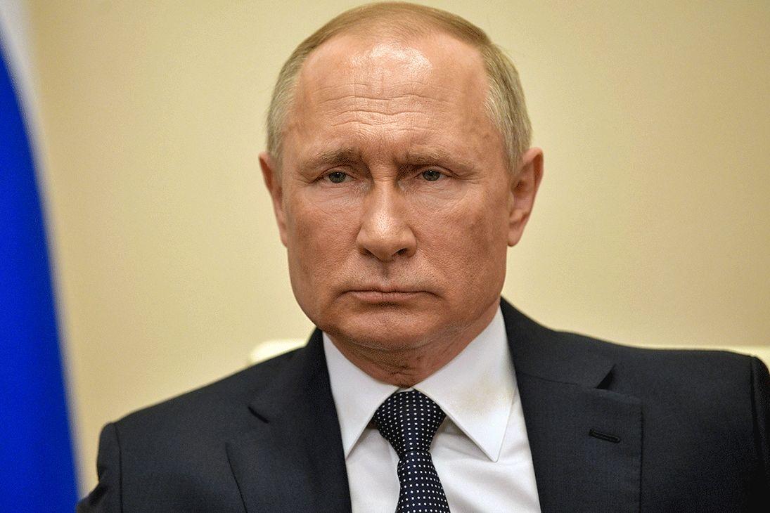 """Вокруг Путина образуется вакуум: от президента РФ """"отрекается"""" ближайшее окружение"""