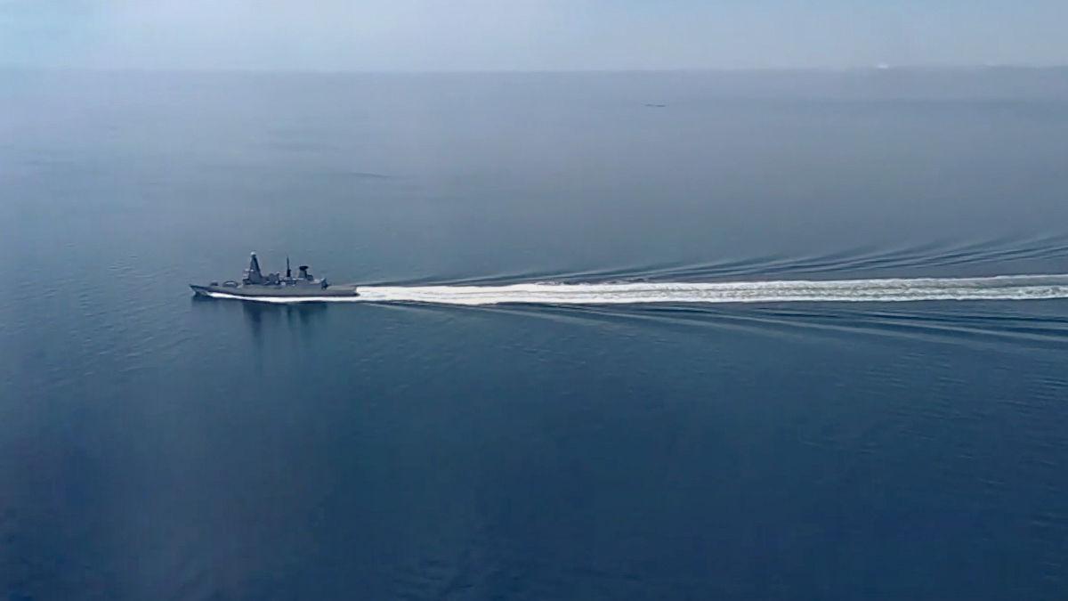 """У Путина отреагировали на """"обстрел"""" британского эсминца в Черном море: BBC в ответ показало видео атаки"""