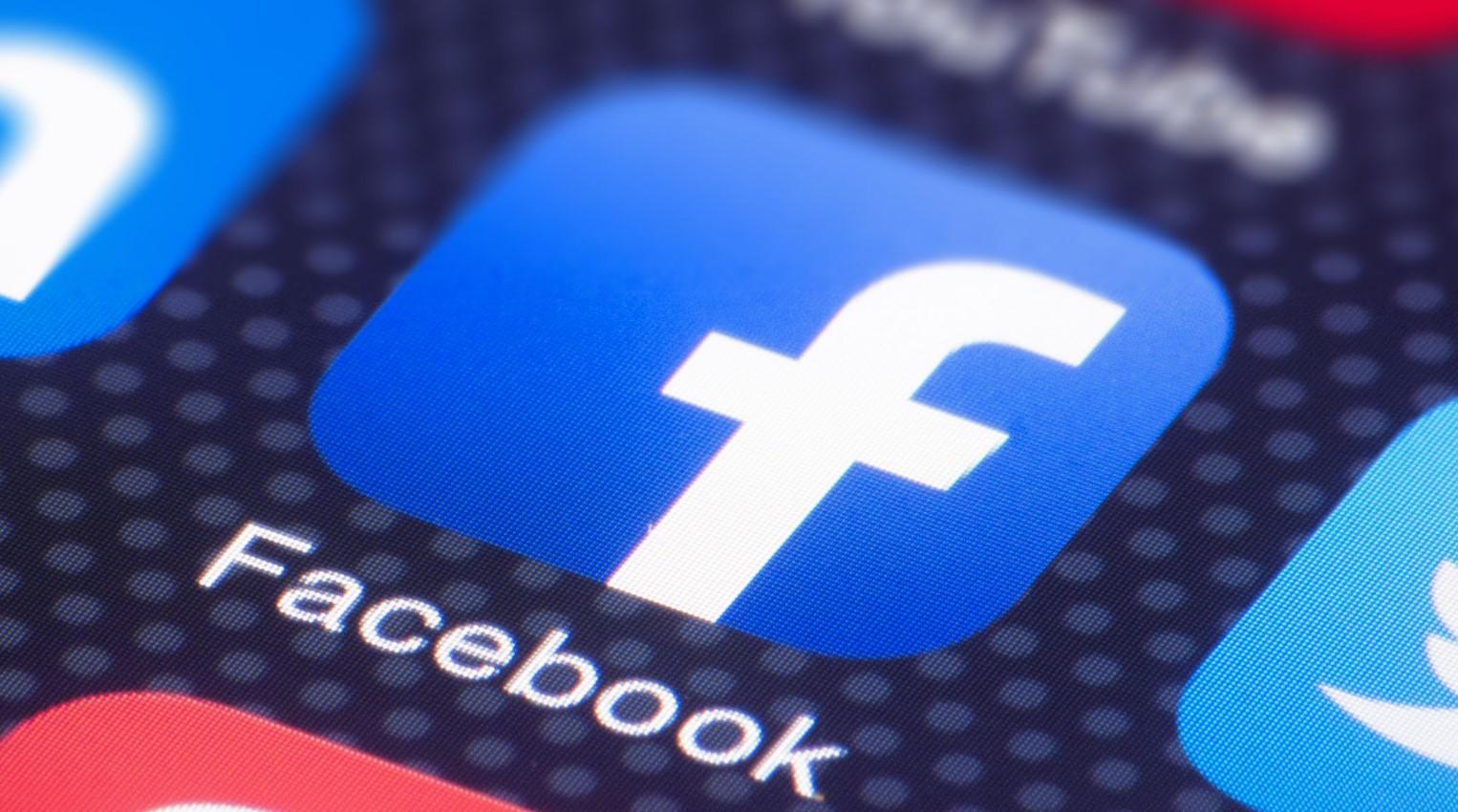 """Facebook заблокировал """"фабрику троллей"""", которая """"портила"""" репутацию Порошенко и его команды"""