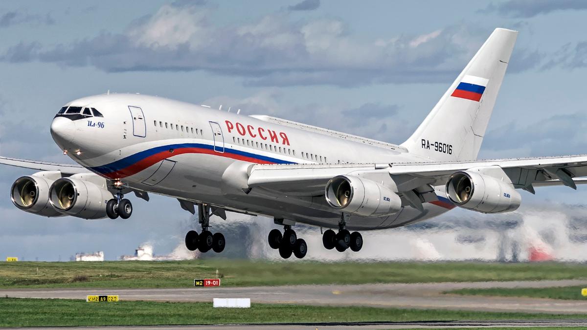 """Байден """"заставил"""" самолет с делегацией РФ ждать посадки в Женеве - час кружили над озером"""