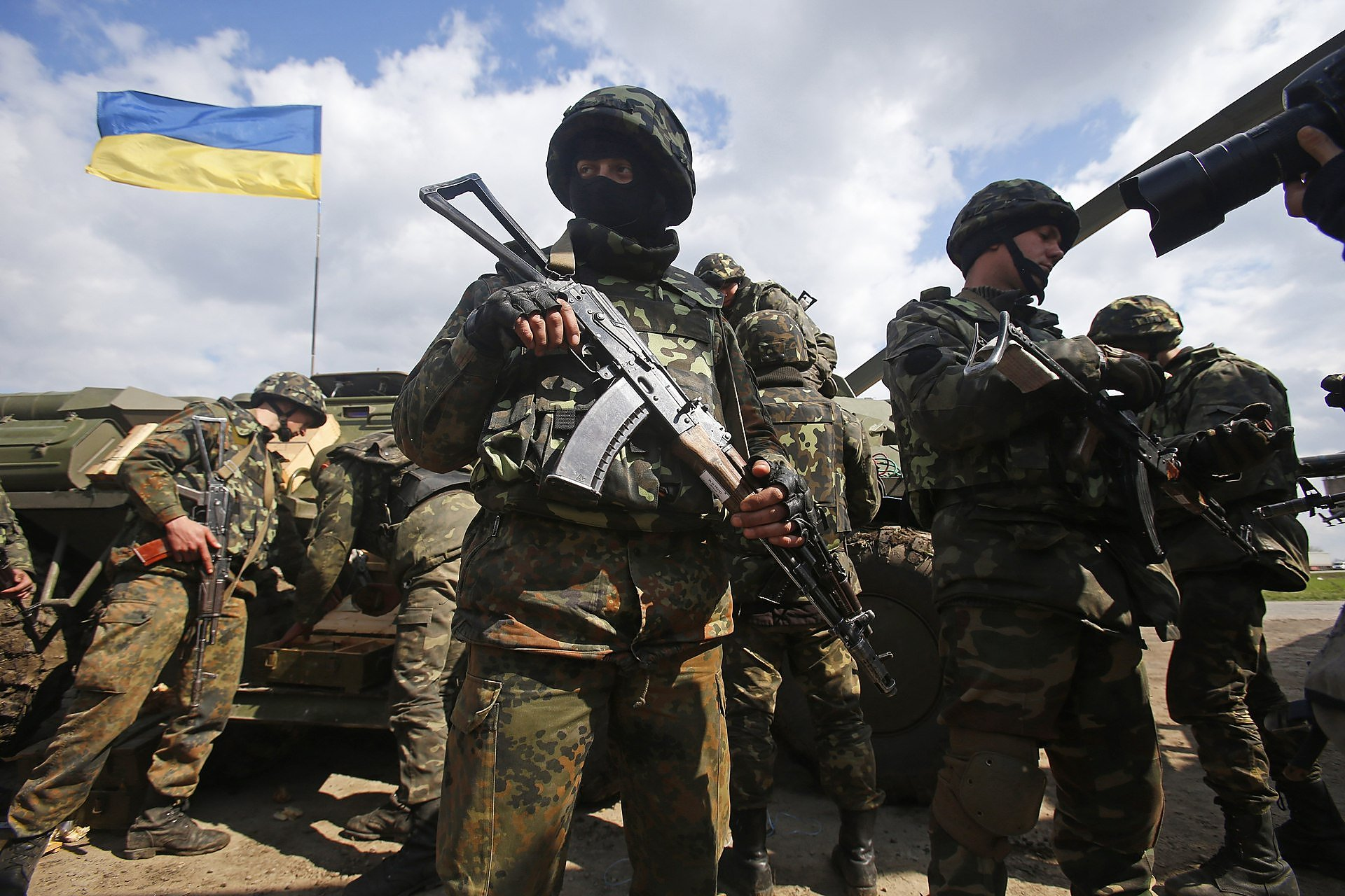 """Боевики """"ЛДНР"""" совершили 42 провокационных обстрела на трех направлениях"""