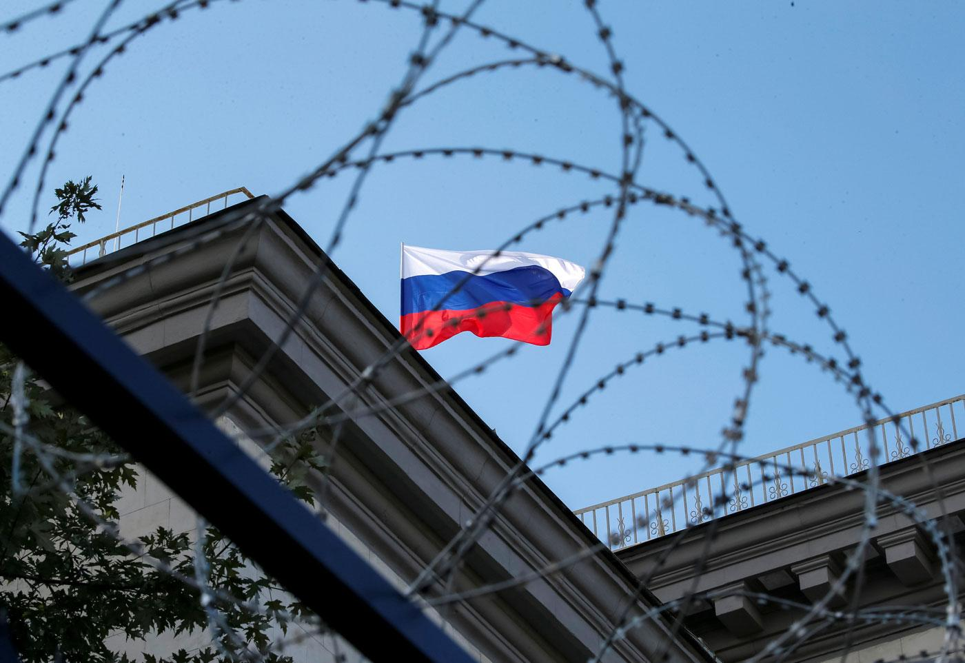 Территория абсурда: в России хотят уголовно наказывать тех, кто выполняет санкции США