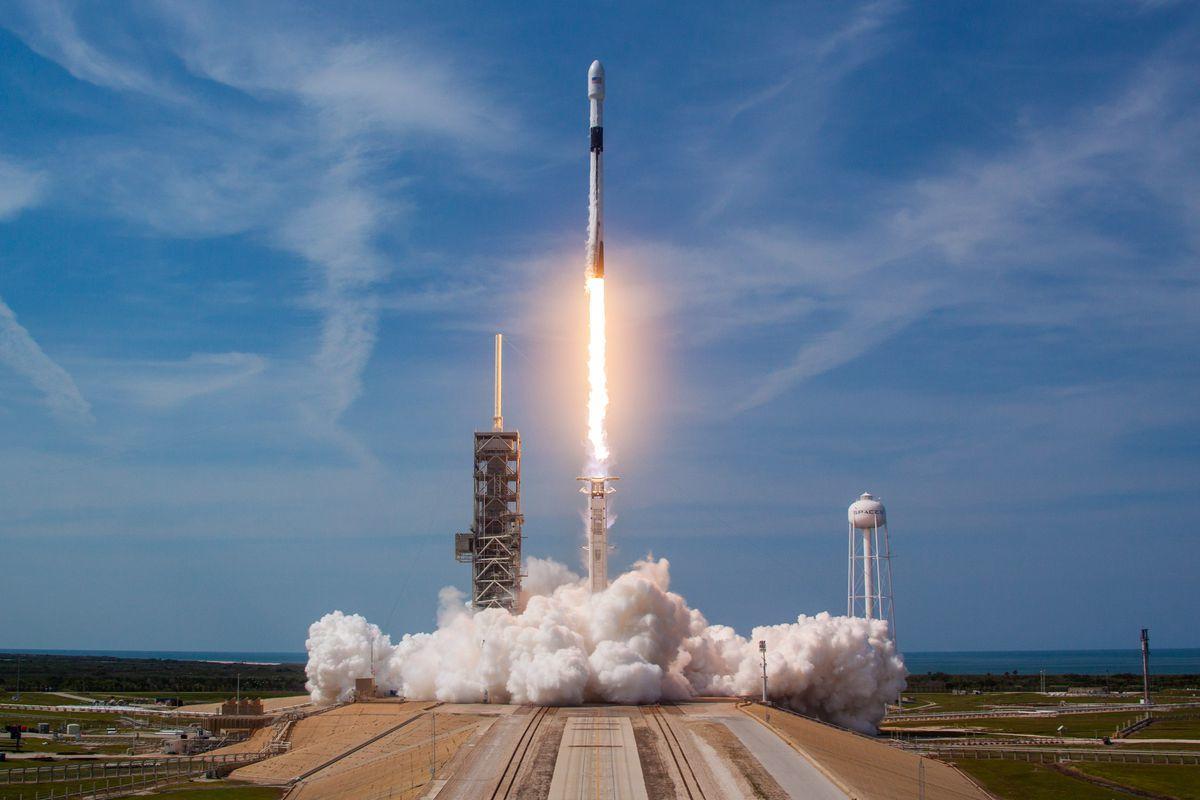 Ракета Маска вывела на орбиту 60 спутников Starlink и вернулась обратно - запуск глобального Интернета все ближе