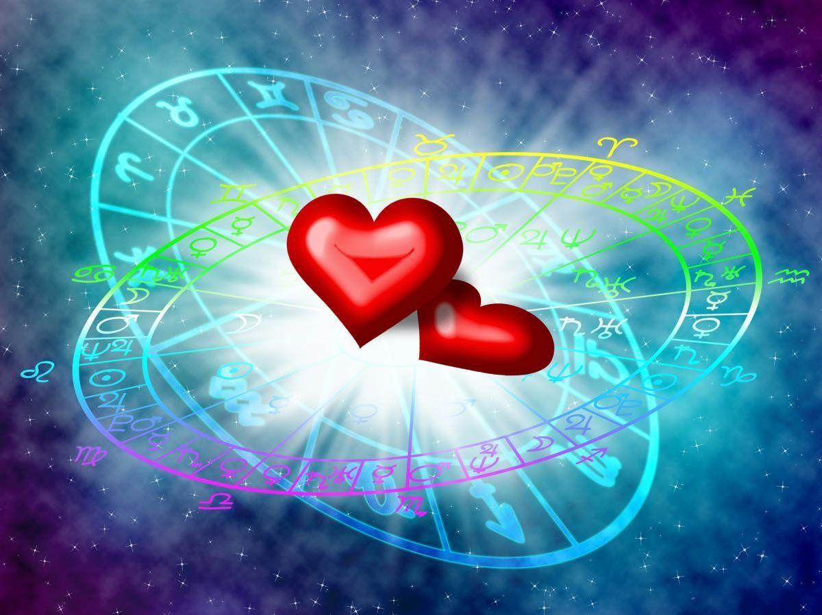 Кому из знаков зодиака предстоит испытать любовные отношения на прочность в октябре