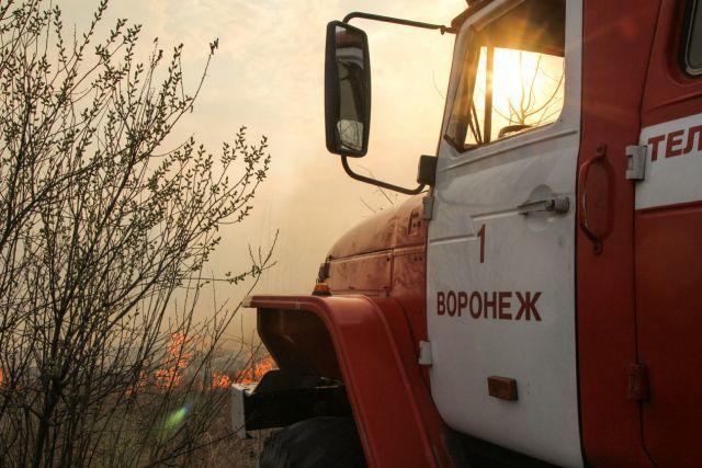 В Воронежской области, куда РФ стягивает военную технику, горят деревни: люди потеряли все, полыхают целые улицы