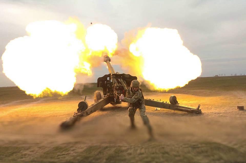 На Донбассе обострение и тяжелые бои - враг срывает разведение войск