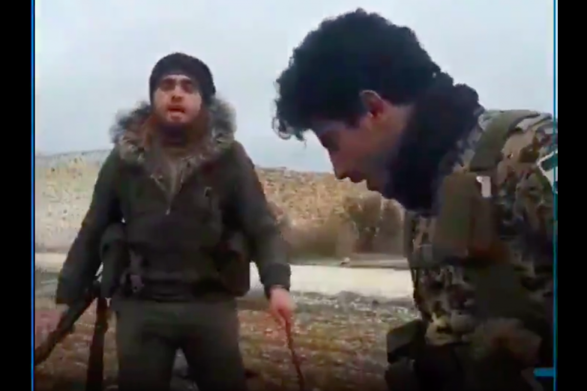 Турецкие ополченцы захватили российскую базу и начали топтать флаги РФ: кадры