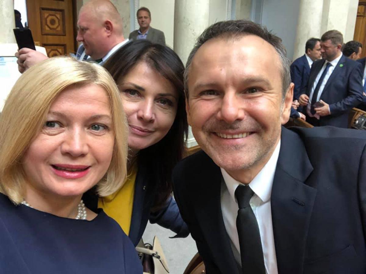 "Геращенко неоднозначно отреагировала на уход Вакарчука из Рады: ""Завидую Святославу"""