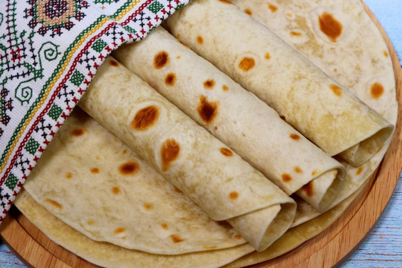 Рецепт сытного и красивого завтрака из трех ингредиентов за 15 минут: лаваш с сыром