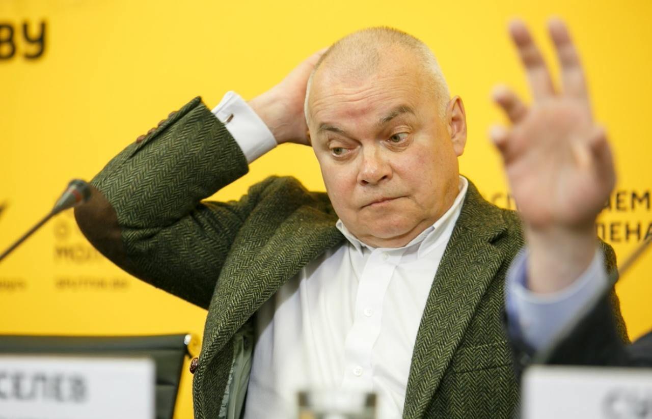 """Кремлевский пропагандист Киселев недоволен присуждением """"Нобеля"""" оппозиционному публицисту"""