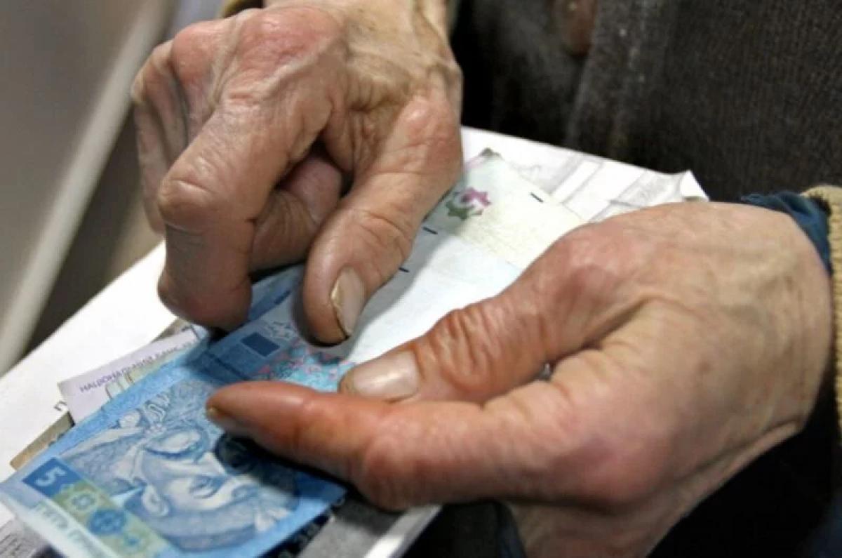Из-за коронавируса в Украине отменяют льготы на проезд в транспорте для пенсионеров, детали