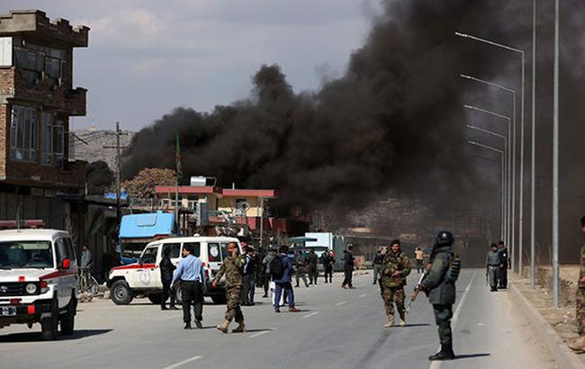 В столице Афганистана прогремели три взрыва: террорист-смертник подорвался возле полицейского участка