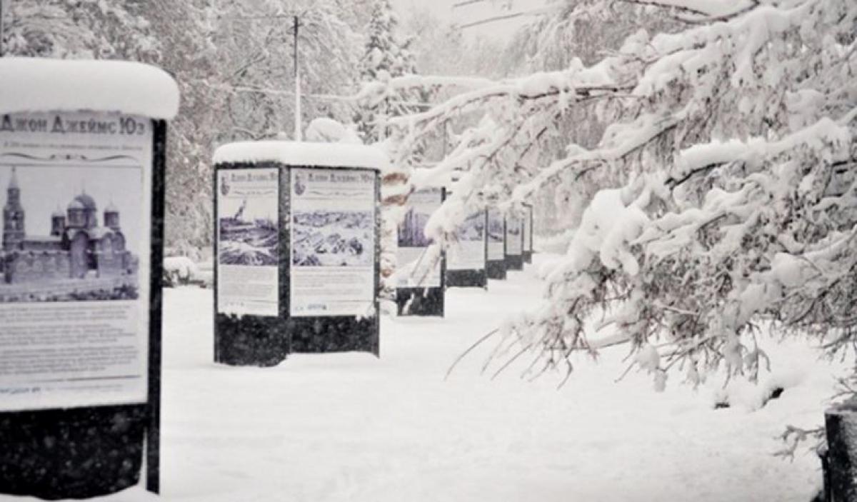 В Донецке стихия привела к летальным исходам: город в снегу, оборваны провода, много ДТП