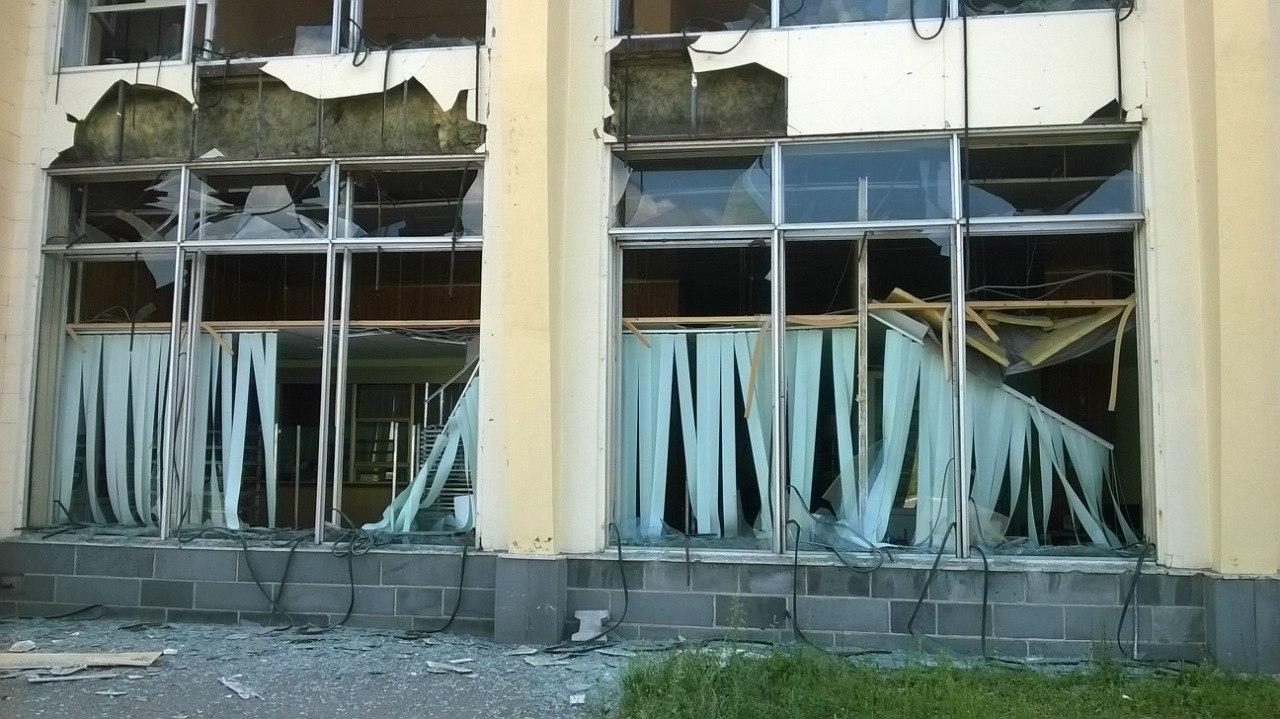 Последствия обстрелов Луганска