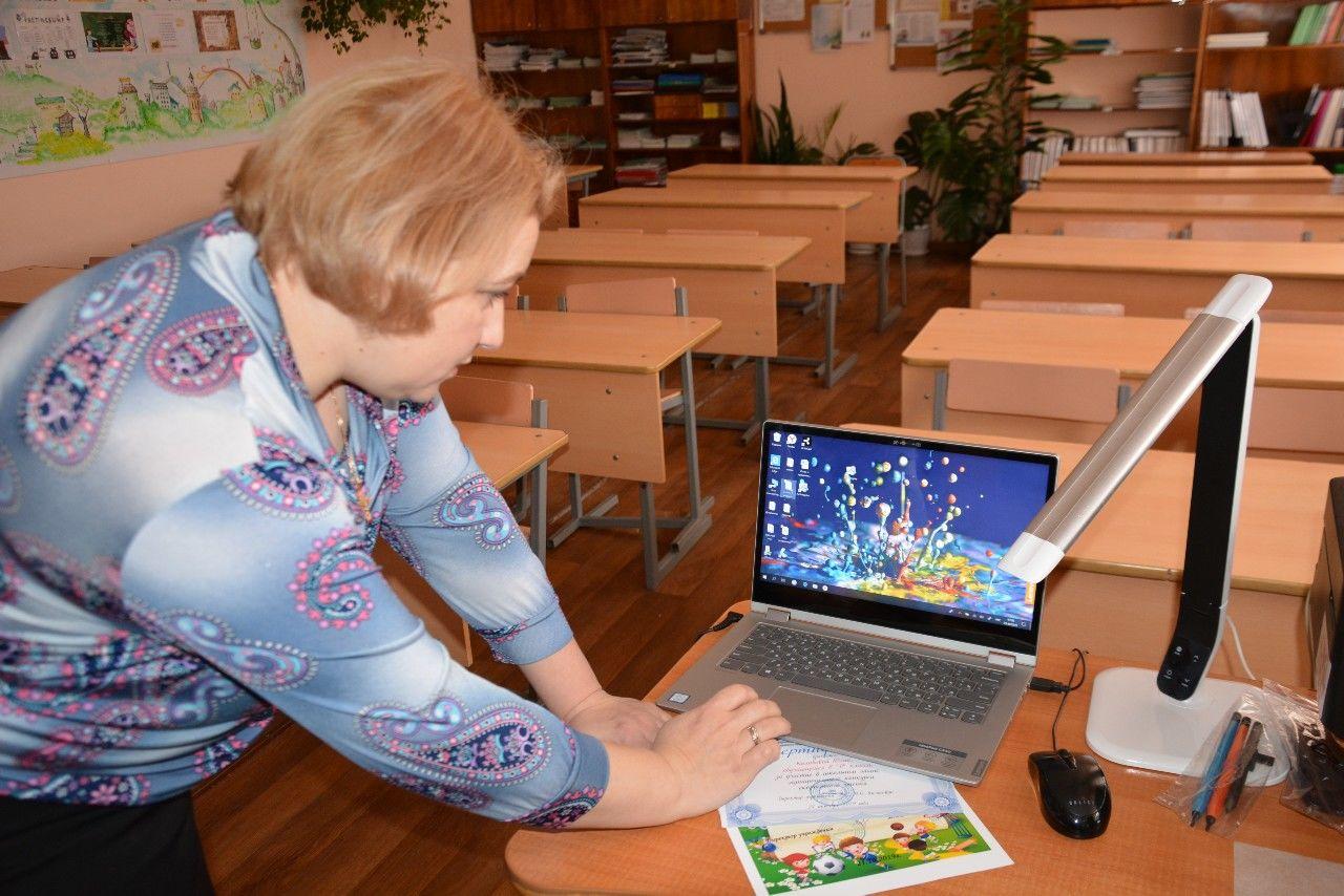 Мошенники пытались обогатиться на ноутбуках для учителей – СБУ