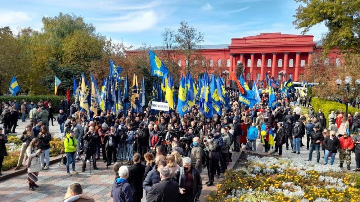 Два Марша нации в Киеве и более 10 тысячи человек: опубликованы кадры с места событий