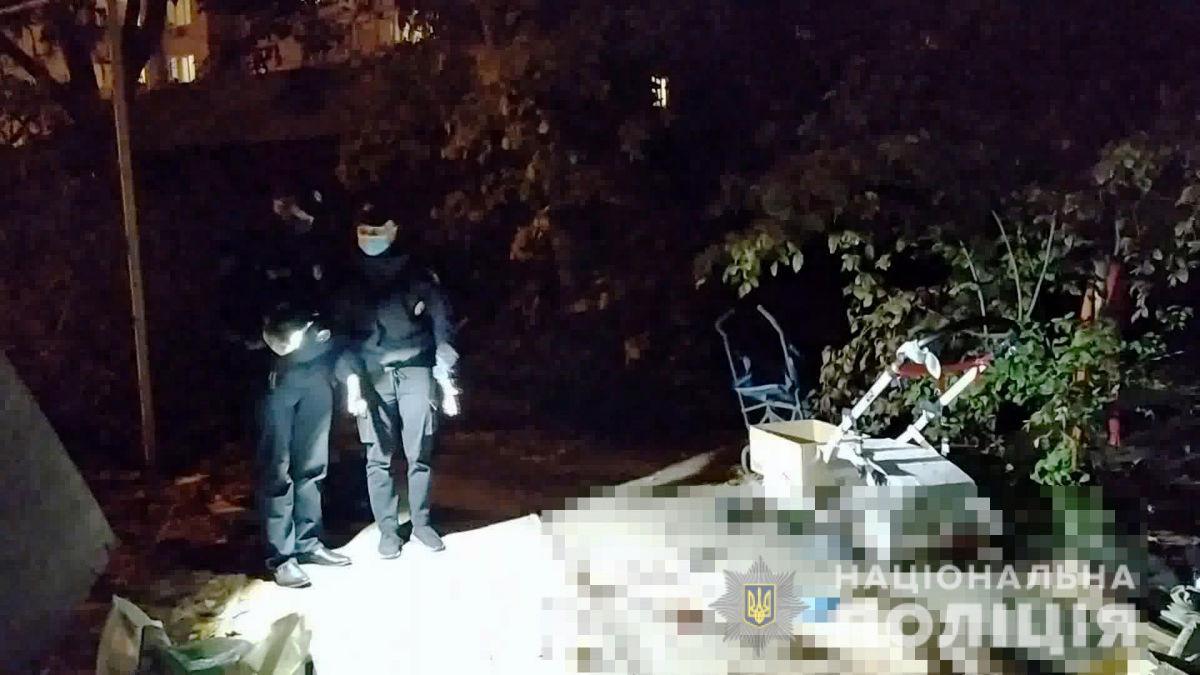 Не поделили найденную банковскую карту: в Одессе злоумышленник нанес приятелю удары ножом