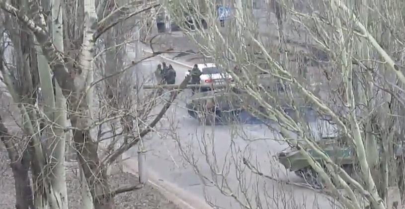 """В центре Макеевки ДНР проводит """"спецоперацию"""": танки, пулеметчики, снайперы. Видео"""