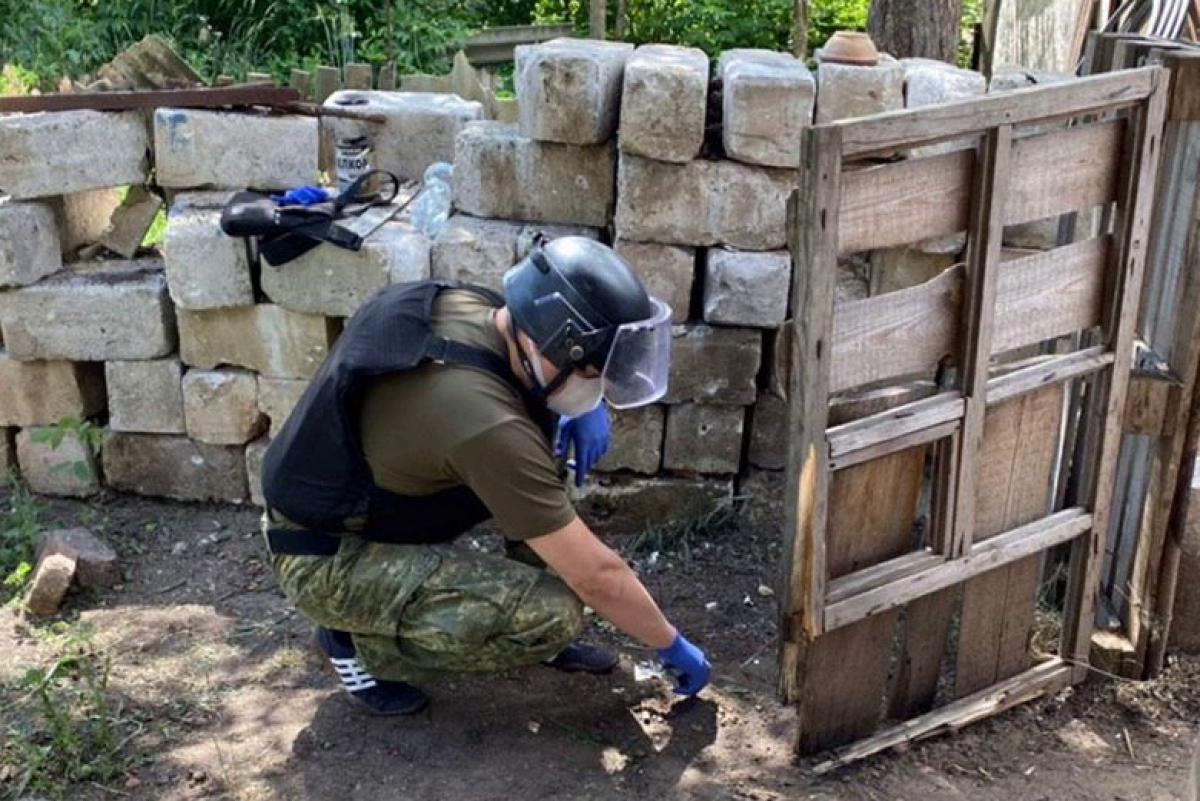 """Покушение на бывшую пленницу """"ДНР"""" Бучок: полиция показала первое фото с места взрыва"""