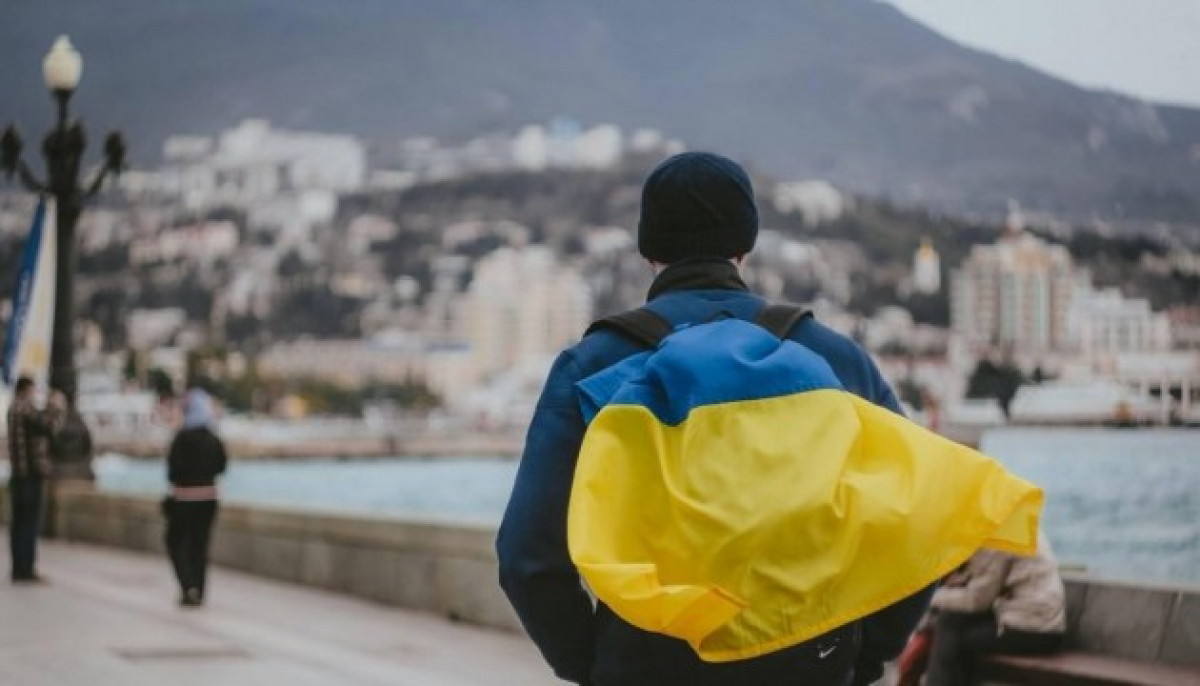 На трассе в Крыму появился ответ, кому принадлежит полуостров