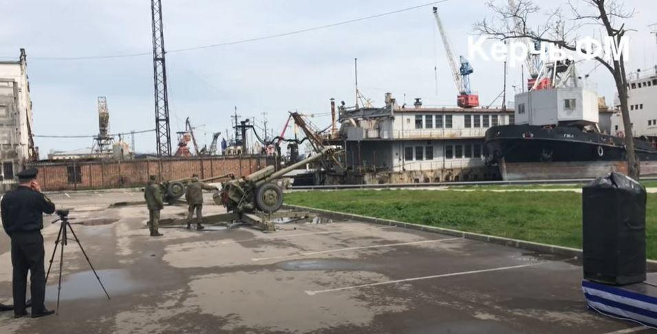 Оккупанты устроили пушечные стрельбы в Керчи: орудие дало осечку, на заводе вылетели стекла