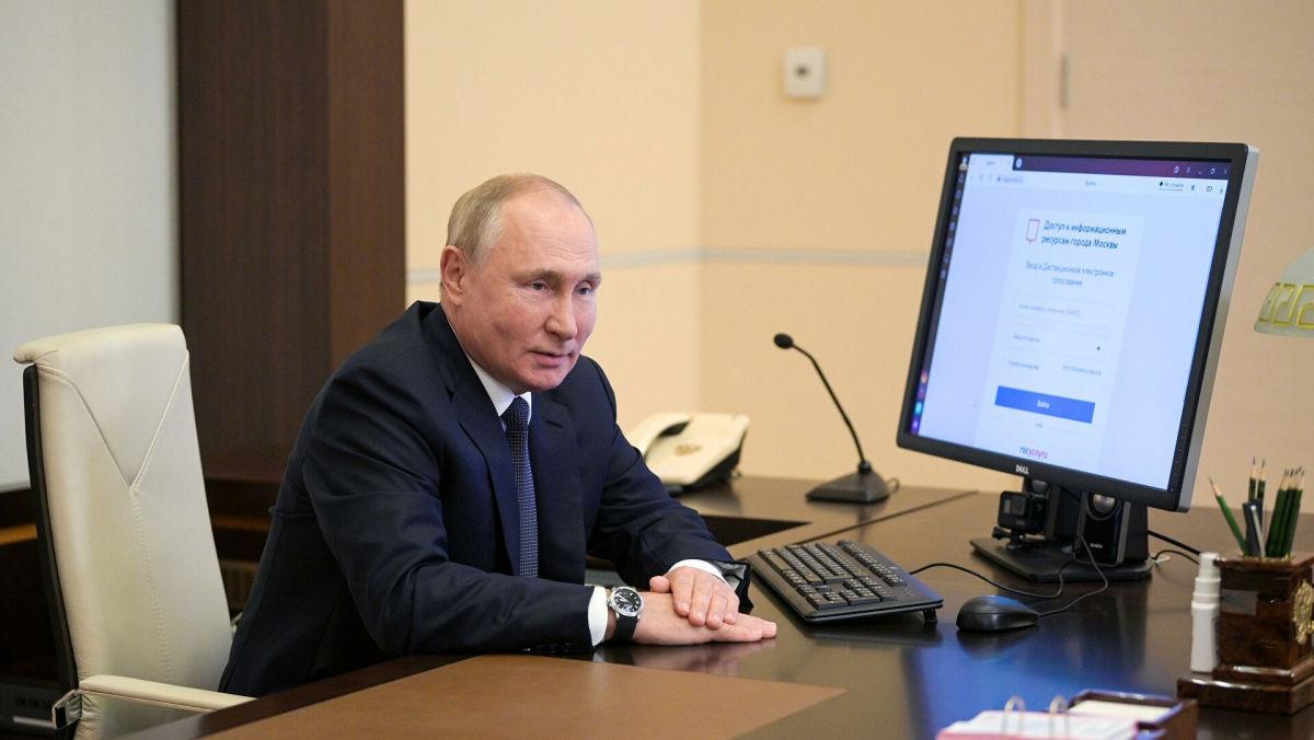 """В РФ оценили онлайн-голосование Путина: """"Умирающая цивилизация, цепляющаяся за ядерное оружие"""""""