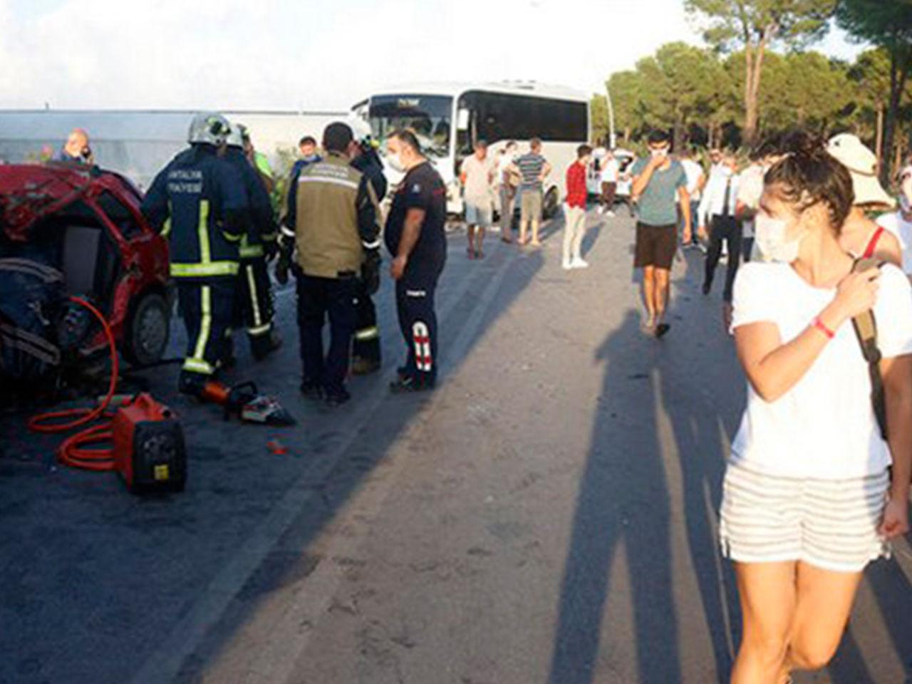 Резко вынесло на встречную: в Турции перевернулся автобус с украинцами, СМИ сообщают о 49 пострадавших