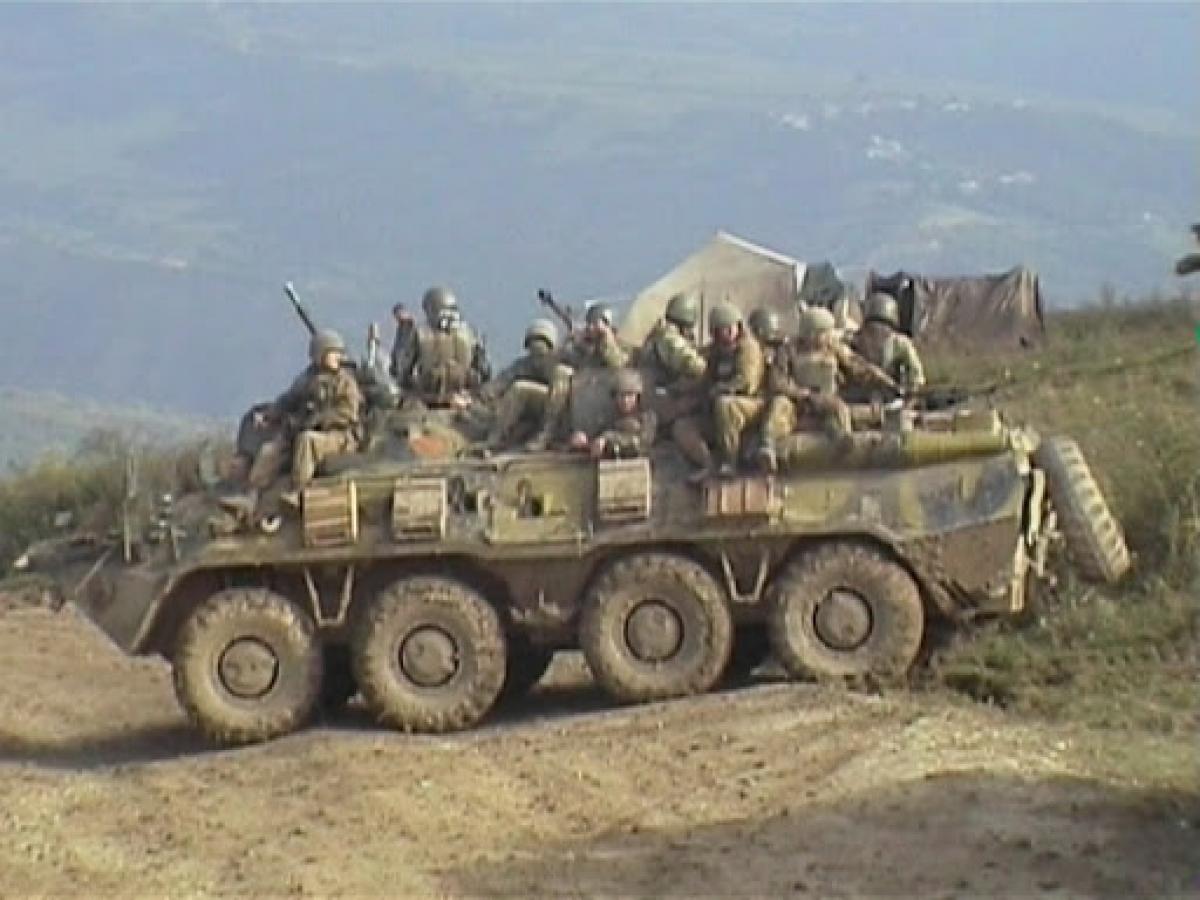 Кремль перебрасывает бронетехнику и Росгвардию в Дагестан: на Кавказе вспыхнул гражданский конфликт со стрельбой