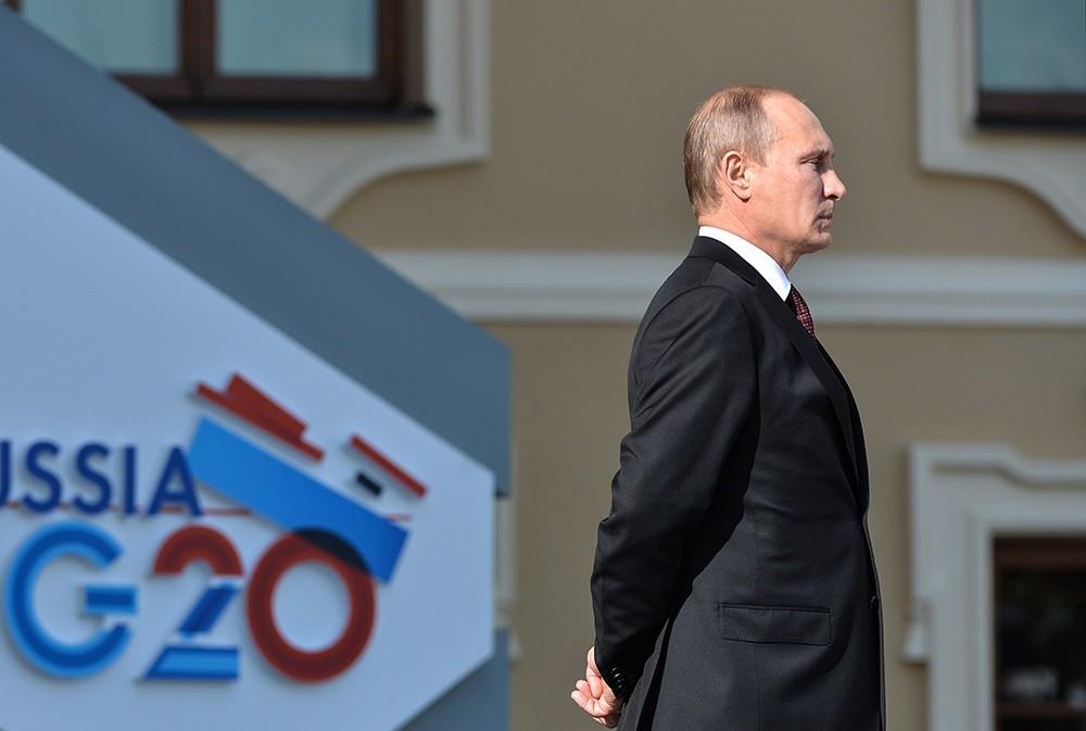 Очередной позор Путина: на саммите G20 хозяина Кремля перепутали с его охранником - в Сети появились эксклюзивные видеокадры конфуза