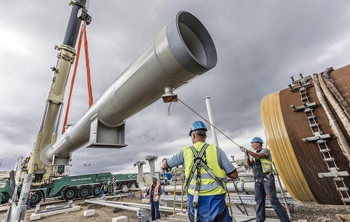 """Строительство """"Северного потока - 2"""" официально приостановлено: в России готовятся к худшему"""