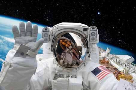 Позорная деградация: в 2018 году из-за США Россия лишиться монополии на доставку астронавтов на МКС