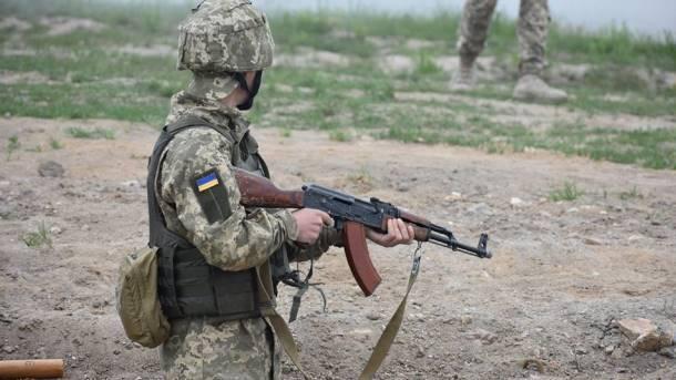 Боец ВСУ сам отбил атаку боевиков и заставил отступать: появились подробности героического боя